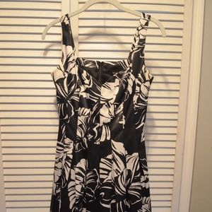 Silky Mid-length Floral Dress with Sweetheart Neck